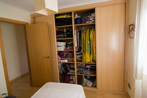 Doce armarios elegante a la par que discreta - Organizar armarios empotrados ...