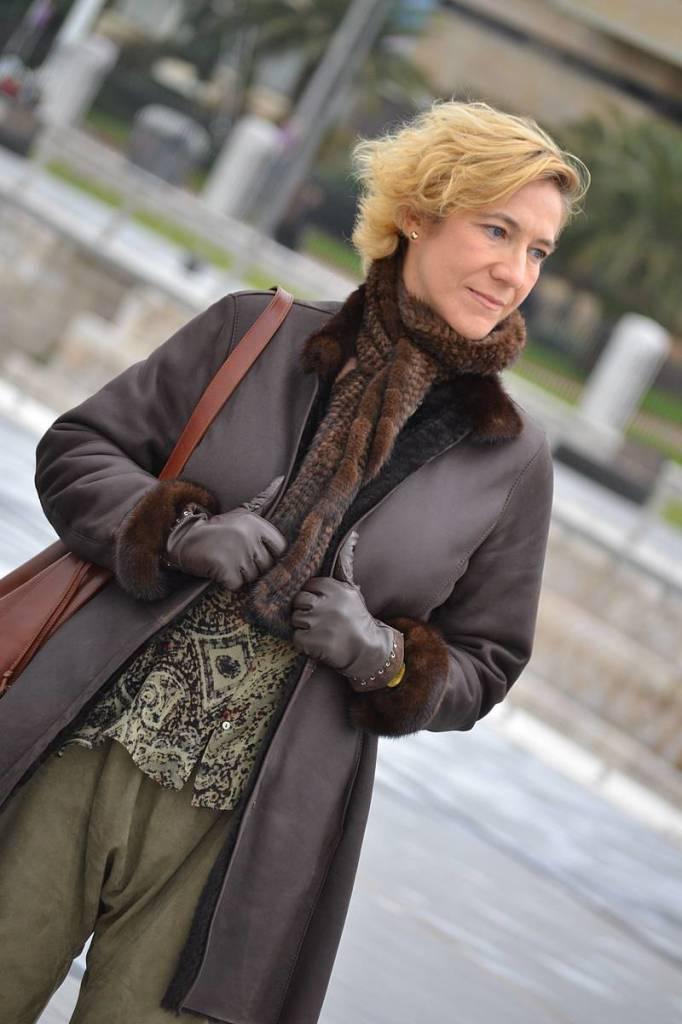 Baggy verde y abrigo marrón 01