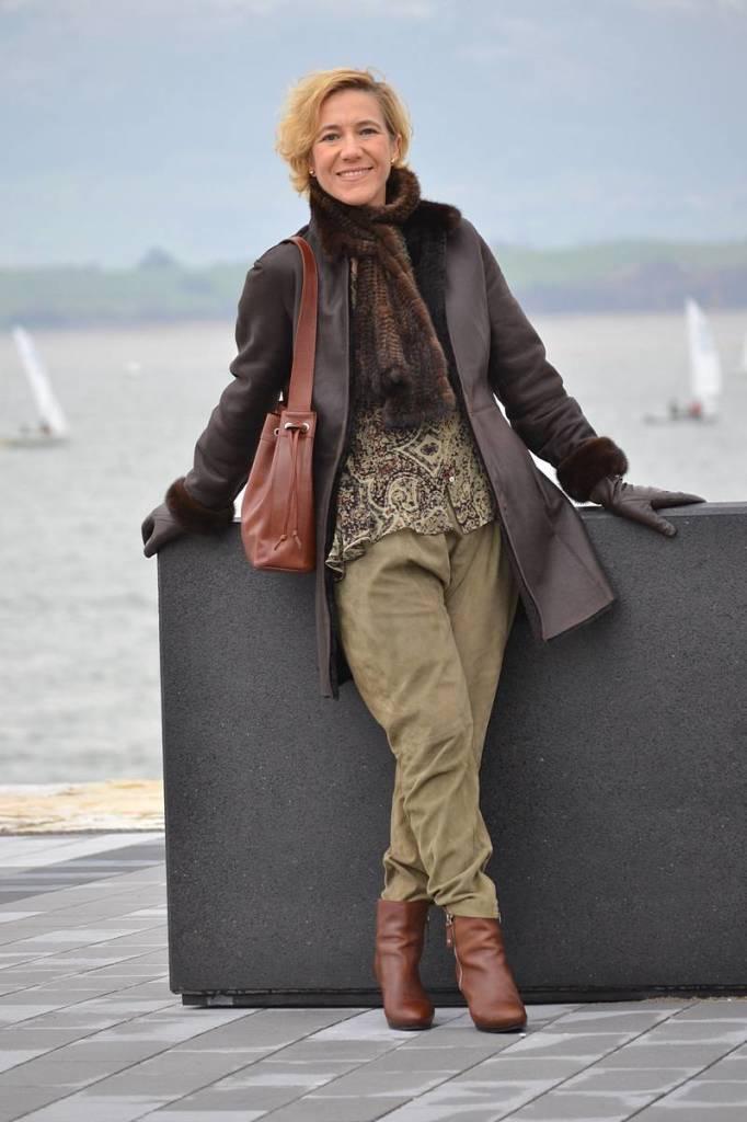 Baggy verde y abrigo marrón 03