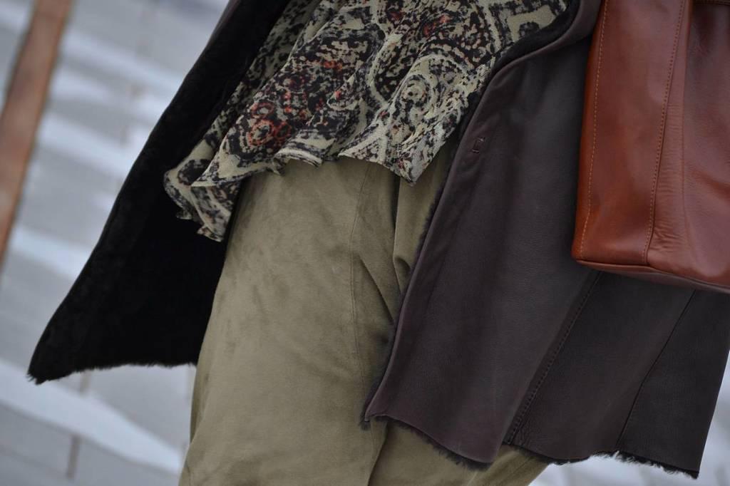 Baggy verde y abrigo marrón 07