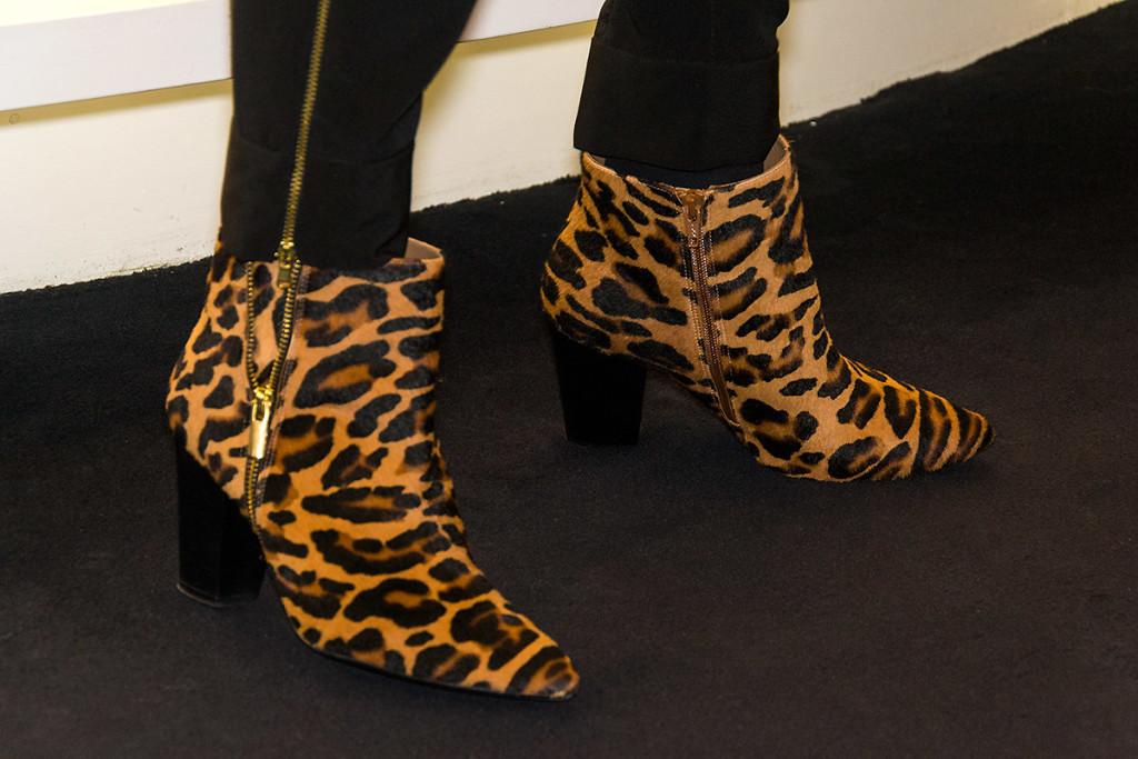 Botines con print de leopardo en piel de potro de Beda Herrezueloe