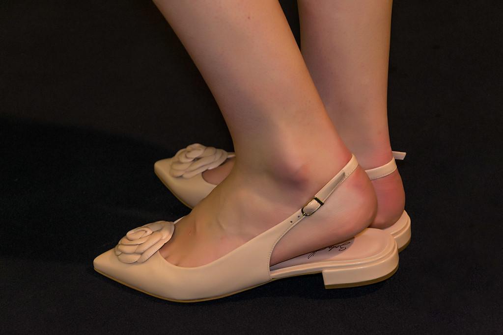 Zapatos bajos en nude de Beda Herrezuelo