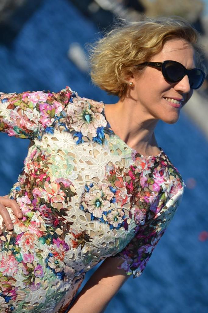 Vestido de encaje estampado de María José Suárez en La Envidia Sana 2