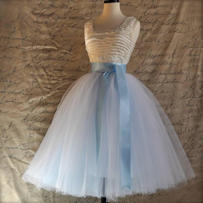 falda midi de tul azul cielo