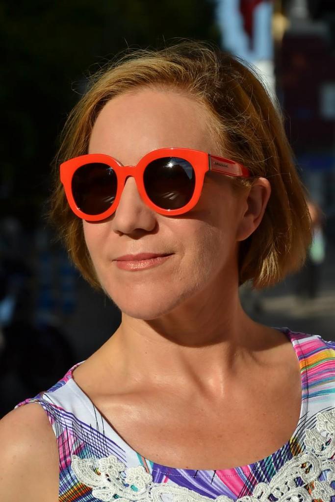 Gafas de sol rojas de Dolce&Gabbana den Óptica Central de Santander 01