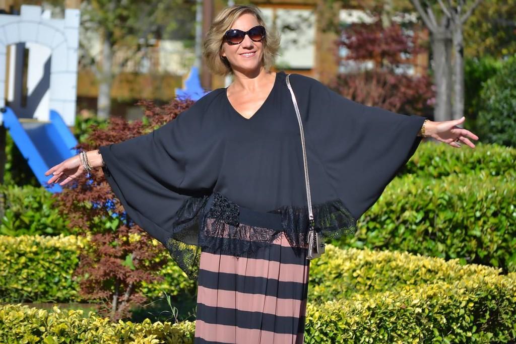 Falda de rayas y blusa 01