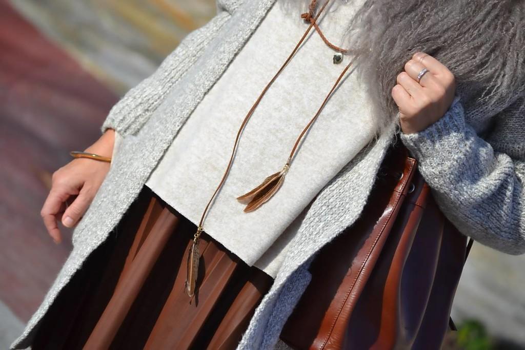 Falda plisada de cuero 03