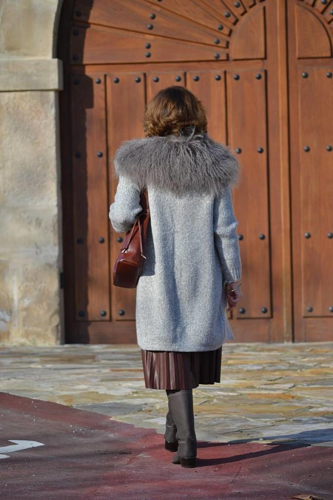 Falda plisada de cuero 05