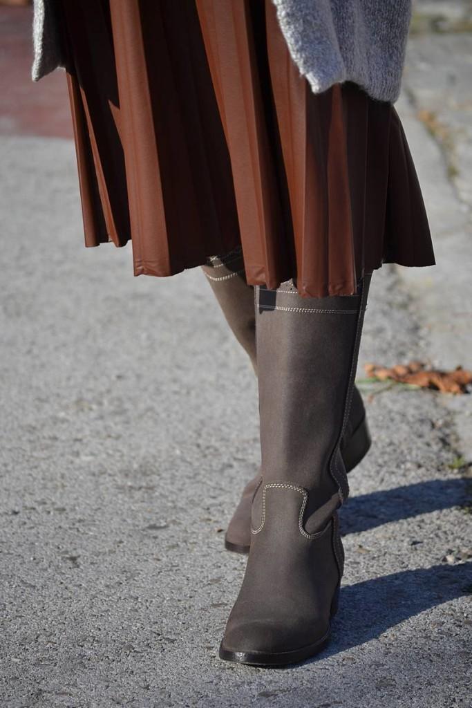 Falda plisada de cuero 06