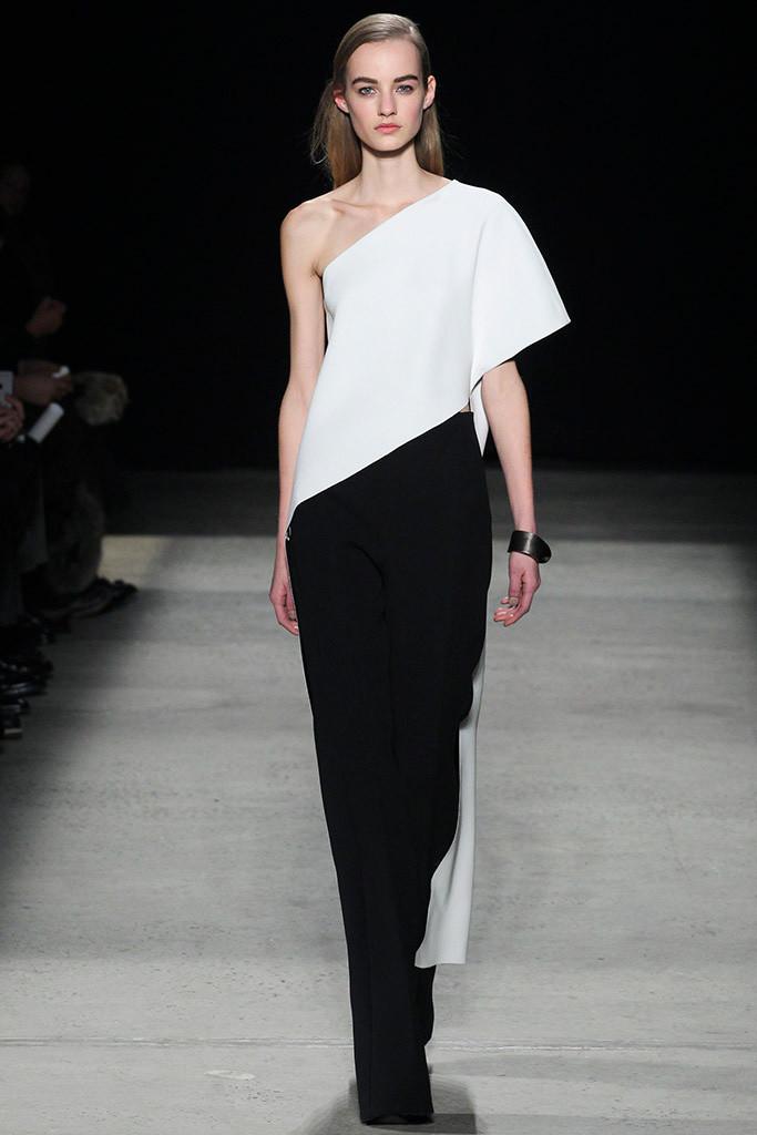Narciso Rodríguez blanco y negro asimétrico